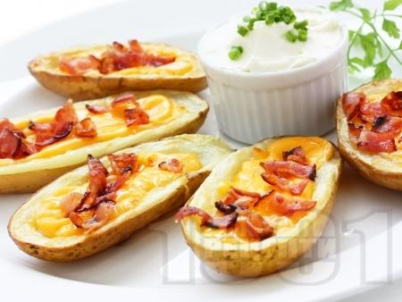 Пълнени печени картофи с бекон и сирене чедър на фурна - снимка на рецептата